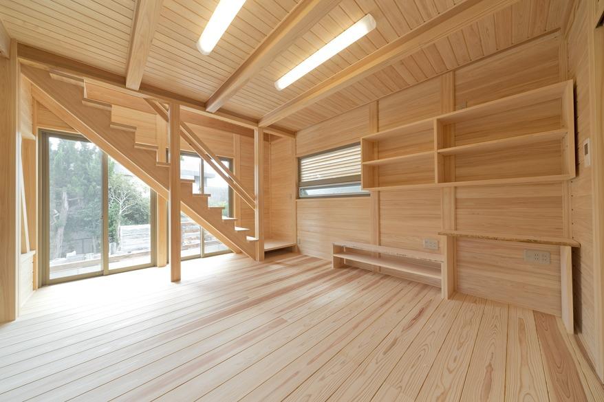 故郷の山の木を原木から製材した手刻みの家族を結ぶ家
